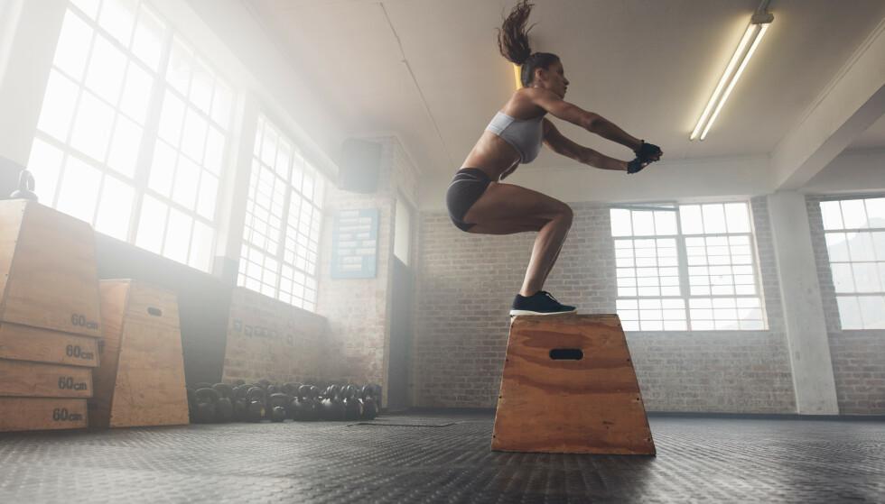 <strong>TEKNIKK:</strong> Det er viktig å ha riktig teknikk når du skal utføre box jumps. FOTO: NTB scanpix