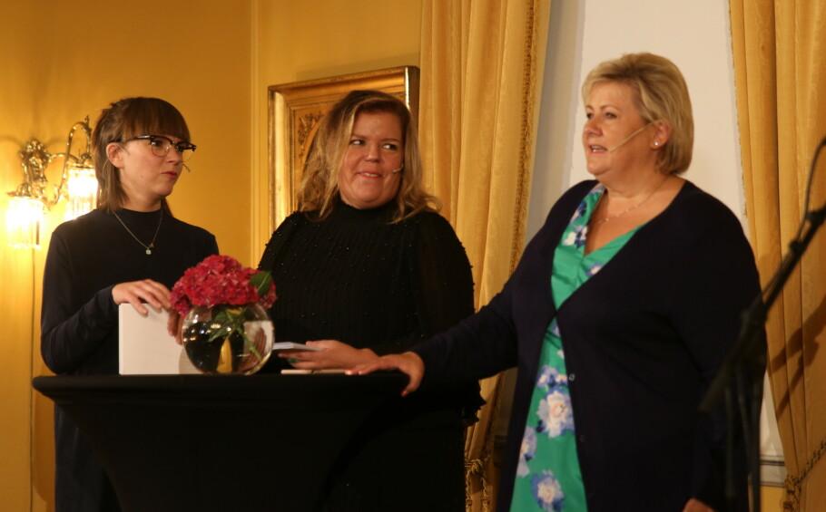 ÅPENT HUS: Statsminister Erna Solberg var vert for arrangementet som ble avholdt i regjeringsboligen på «Verdensdagen for selvmordsforebygging». FOTO: Statsministerens kontor