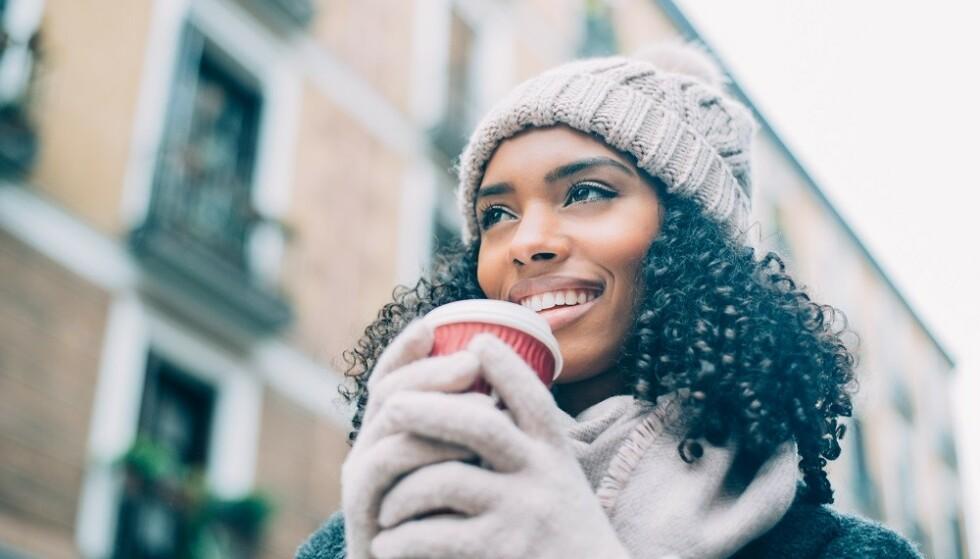 TEMPERATURFORSKJELLER: Når det er kaldt ute og varmt inne kan håret bli tørrere. FOTO: Shutterstock