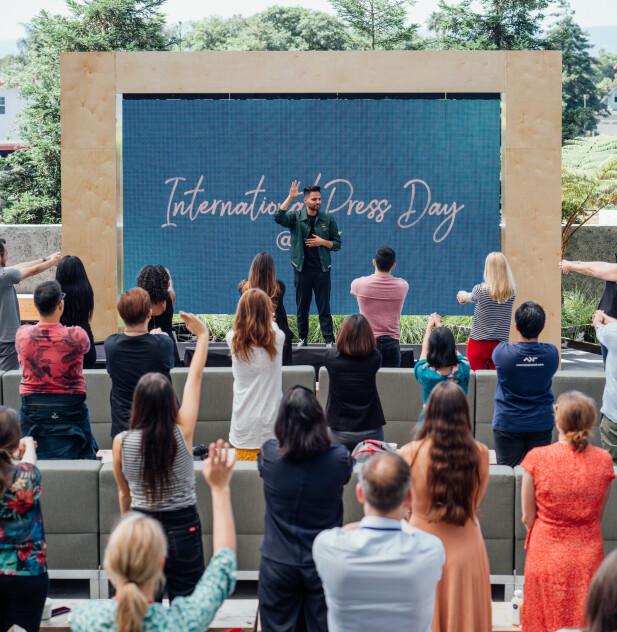 FEELGODD PÅ INTERNASJONALT NIVÅ– Jeg er fullstendig overveldet, ydmyk og takknemlig for all kjærlighet jeg har fått. Jeg trodde ingen kom til å se på videoene mine, sa Jay Shetty da KK møtte ham under Facebooks internasjonale pressedager i juni 2019. Her fra Shettys innlegg om tre råd for en bedre hverdag. FOTO: Facebook