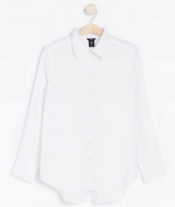 Skjorte | Lindex | https://www.lindex.com/no/dame/overdeler/bluser-skjorter/7914875/Hvit-bomullsskjorte?utm_source=aller&utm_medium=content&utm_content=ysm&utm_campaign=1911_woman-september