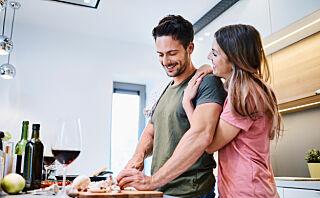 Par som ikke poster bilder av seg selv i sosiale medier, er lykkeligere