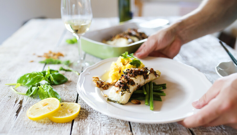 SPIS FISK: Helsedirektoratet anbefaler å spise fisk 2-3 ganger per uke. FOTO: NTB Scanpix