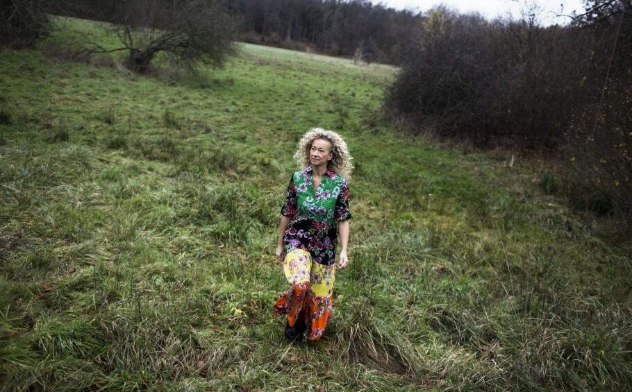 Charlotte Sparre lager fortsatt tørklærne som hun fikk sitt gjennombrudd med. Men i dag står navnet hennes også i nakken på mønstrete kjoler, topper og bukser. FOTO: Sofia Busk