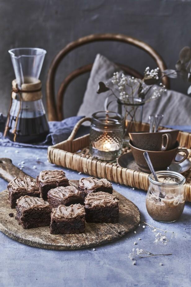 Hvorfor nøye seg med å helle kaffen i en kopp når du kan ha den i kaker og desserter, slik som disse browniene. FOTO: Winnie Methmann