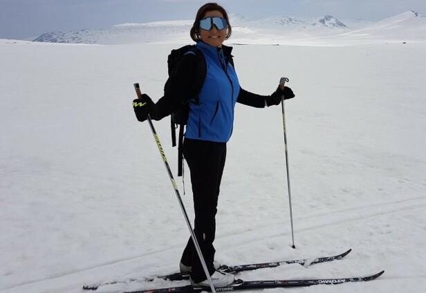 1,3 MIL: Vinteren 2017 gikk Helene over en mil på ski. Hun har også fått egne proteser til slalom. FOTO: Privat