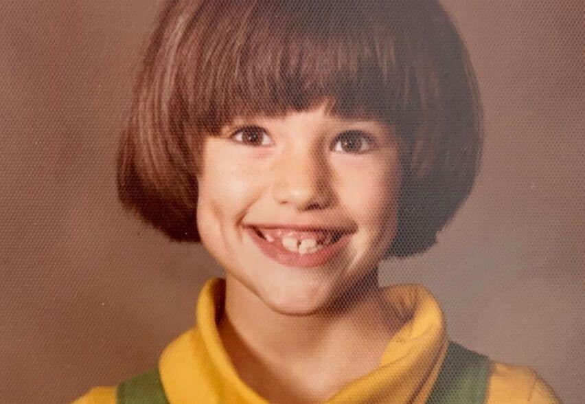SJARMTROLL: Mye ved denne lille jenta er forandret, men smilehullene hennes består den dag i dag. FOTO: Instagram