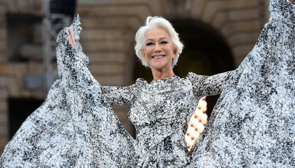 HELEN MIRREN: Den 74 år gamle skuespilleren stråler i Paris! Foto: Scanpix