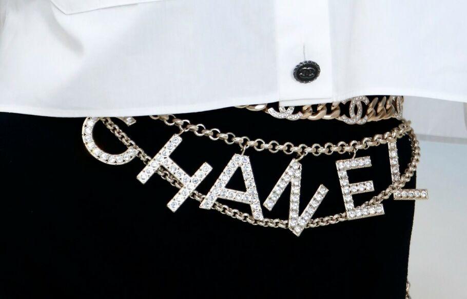 SE SÅ KULT: Dette Chanel-beltet i gull og sølv skulle vi gjerne hatt. Foto: NTB Scanpix