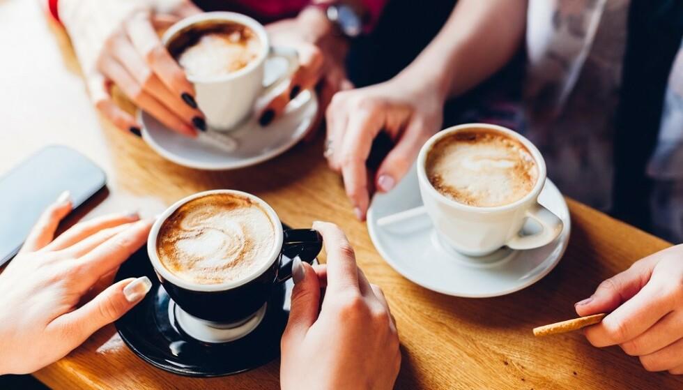 DOPAMIN: Når vi drikker kaffe, vil koffeinen få dopaminet i kroppen til å fungere bedre. FOTO: Shutterstock