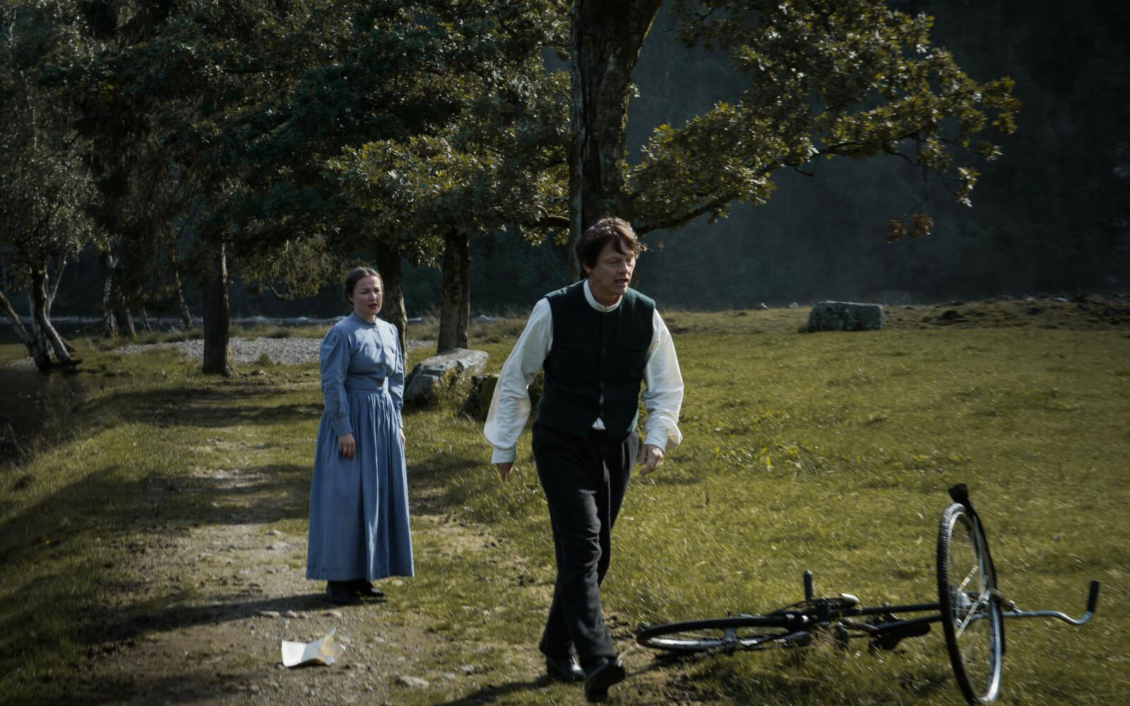 UNG KONE: Henriette Marø spiller Engel Astrup - den unge kona til Nikolai Astrup. FOTO: Norsk Filmdistribusjon / Handmade films in Norwegian Woods
