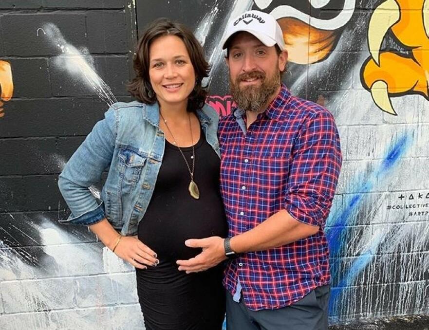 FRA LYKKE TIL SORG: Ekteparet Jeremy og Molly White fra Buffalo, New York, mistet sine fire små barn i løpet av seks dager. FOTO: Skjermdump fra GIVEGAB.COM