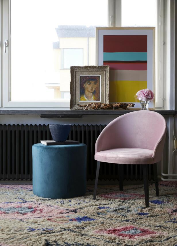 Et mykt og herlig teppe er en super måte å tilføre farge på samtidig som det varmer opp hele rommet. «Law of balance»-teppe fra Layered kommer i to størrelser og koster fra kr 8900. FOTO: Produsenten