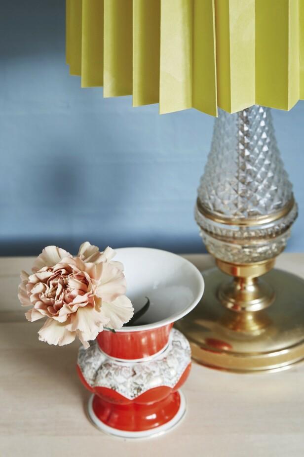 Vasen og lampe foten er fra loppe marked, mens lampeskjermen er kjøpt ny. FOTO: Anitta Behrendt