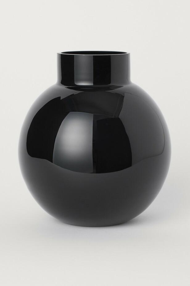 Vase (kr 200, H&M Home). FOTO: Produsenten