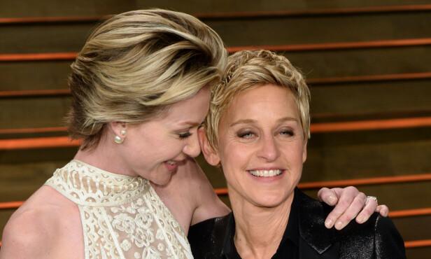 RISIKERTE KARRIEREN: DeGeneres var uten jobb i tre år etter hun sto frem. Her er hun avbildet med sin kone Portia de Rossi. Foto: Scanpix