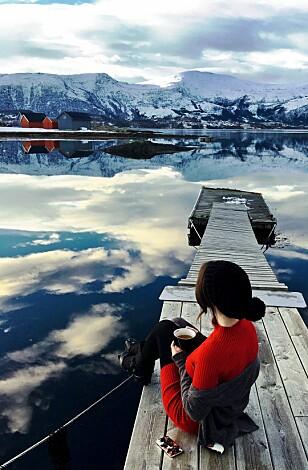 NORSKE GLEDER: På vinteren kler Sandra på seg den norske uniformen med ullundertøy og allværsjakke. FOTO: Privat