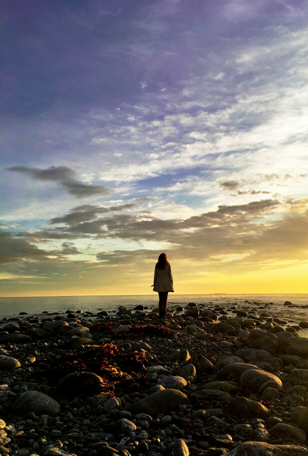 DET NORSKE LYSET: Sandra har ennå ikke sett nordlyset, men hun har sett mye vakkert lys ved havet i vest. FOTO: Privat