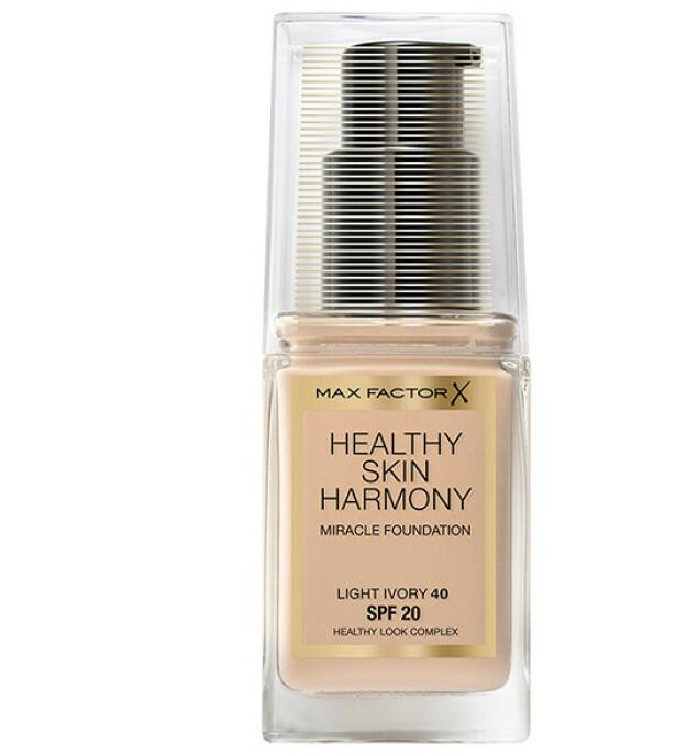 Healthy Skin Harmony Foundation har en intelligent formula med fire fordeler i ett og samme produkt: 24 H fuktighet, SPF 20, Oljeabsorberende partikler og vitaminer
