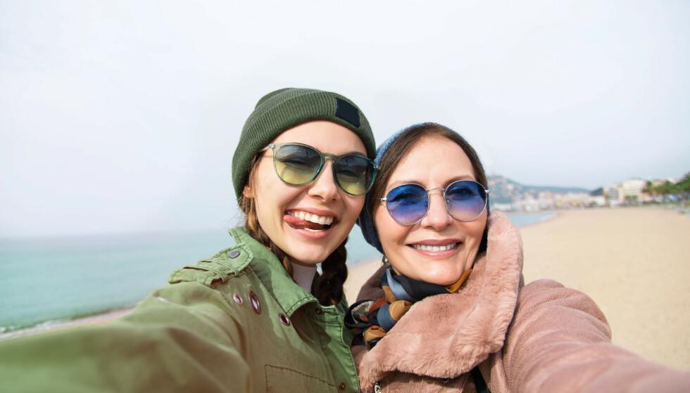 ET GODT FORHOLD: Mange kvinner føler et tett bånd til moren sin, og en ferietur kan knytte dere tettere sammen.