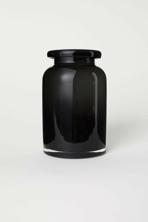 Vase (kr 70, H&M Home). FOTO: Produsenten