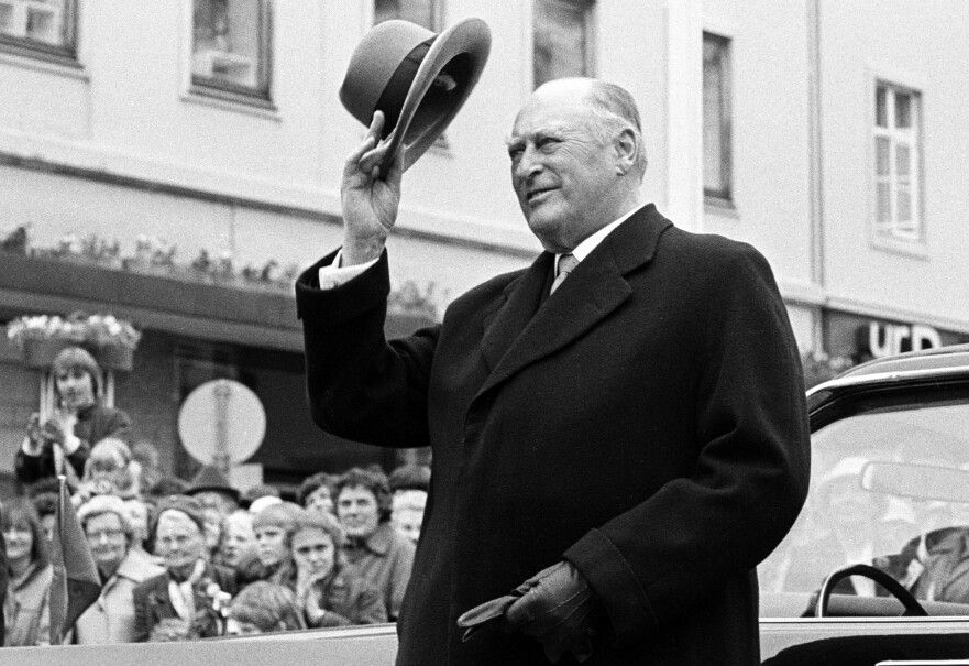 FOLKEKONGEN: Kong Olav var Norges konge fra 1957 frem til hans død i 1991. Her fra festspillene i Bergen i 1983. FOTO: NTB scanpix