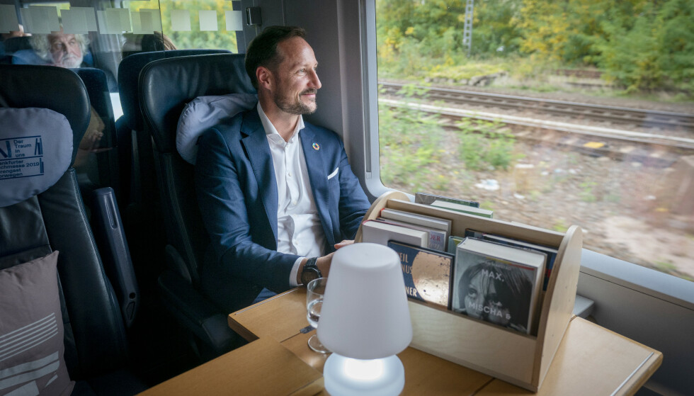TANKEFULL: Kronprinsen sier til KK at han har lest mye litteratur som omhandler andre verdenskrig. FOTO: Heiko Junge / NTB scanpix