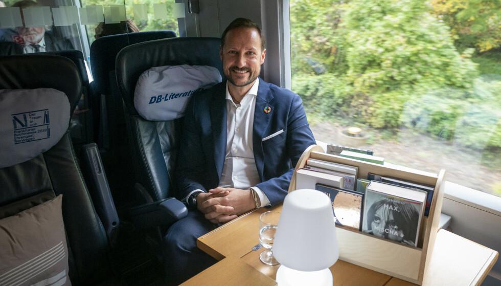 LITTERATURTOG: Vi møtte kronprins Haakon på litteraturtoget fra Köln til Frankfurt i midten av oktober. FOTO: Heiko Junge / NTB scanpix