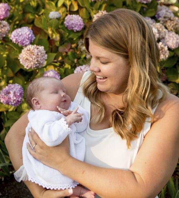 <strong>BÅND:</strong> - Man kan vel aldri ha for mange tanter, spør Megan, som allerede har begynt å tenke på julegave til lille Olivia. FOTO: Mega