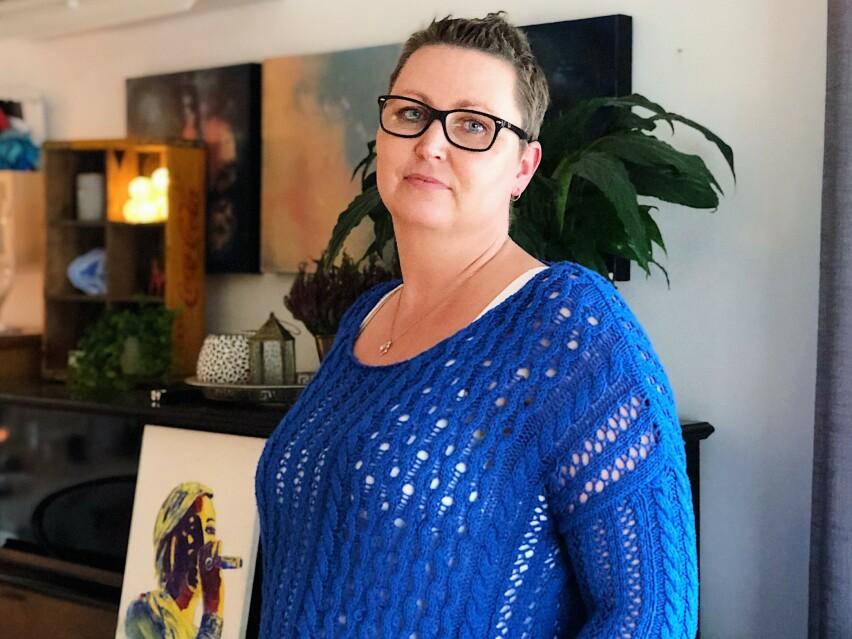 PÅKJENNING: Vibeke har nylig lagt bak seg en tøff kamp mot brystkreft - med beinharde kurer, operasjon og stråling. Nå jobber hun med seg selv for å leve så godt som mulig etter kreften. FOTO: Silje Helgesen