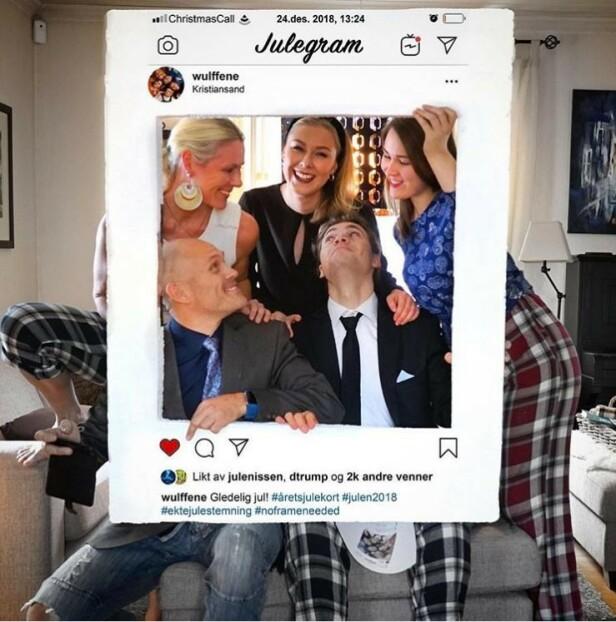 INSTAGRAM-INSPIRERT: Familien Wulff har i en årrekke samarbeidet om å lage kreative julekort. - Ideen i fjor var å vise glansbildet innenfor Instagram-rammen, mens det litt grå og kjedelige hverdagslivet var synlig utenfor. Jeg hadde en svær isoporplate som jeg skar hull i og så måtte alle pynte seg oventil og se vanlig ut nedentil. Resten er gjort med ganske enkle Photoshop-effekter, forteller pappa Christian Wulff. FOTO: Privat