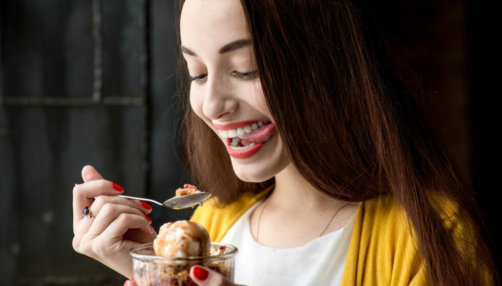 SPIS DESSERT: - Dropper du desserten helt, er det større sjanse for at du går løs på sjokoladereservene en times tid etter middag, sier ekspert.