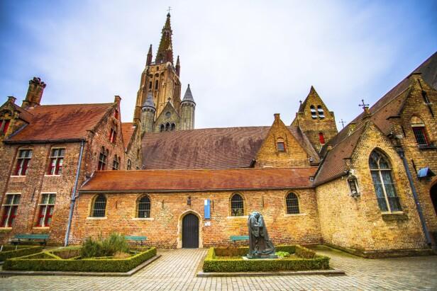 St. John's Hospital fra 1100-tallet er en av verdens eldste og best bevarte sykehusbygninger. FOTO: NTBScanpix