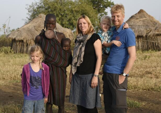 ETIOPIA: I Etiopia fikk familien campe med Mursi-stammen, som er kjent for sine leppeplater. FOTO: Privat