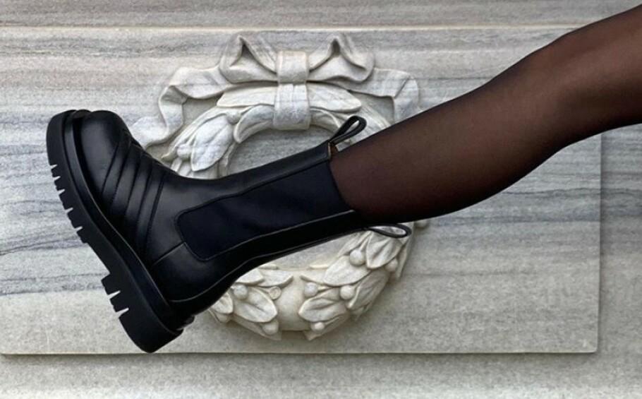 TRENDY: Disse skoene fra Bottega Veneta tar helt av på Instagram. Foto: Skjermdump fra Instagram / @_tinamaria
