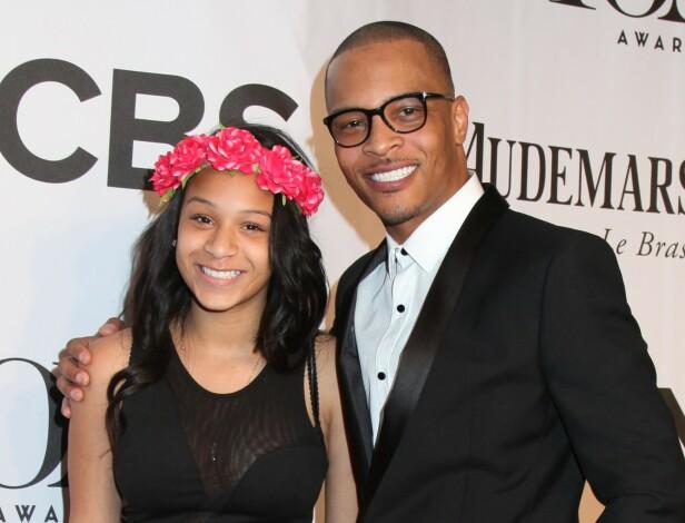 FAR OG DATTER: I en podkast fortalte rapper T.I. at han årlig tar med datteren Deyjah Harris til legen for å sjekke om jomfruhinnen hennes fremdeles er intakt. Det har fått flere kjendiskvinner til å se rødt. Dette bildet er fra 2014. FOTO: NTB scanpix