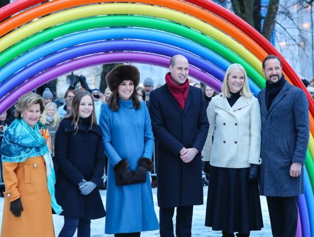 PELSLUE: Da hertuginne Kate og prins William var i Oslo i februar 2018, bar hertuginnen en hatt med alpakkapels. Den skal være laget av pels der dyrene har fått human behandling. FOTO: NTB scanpix