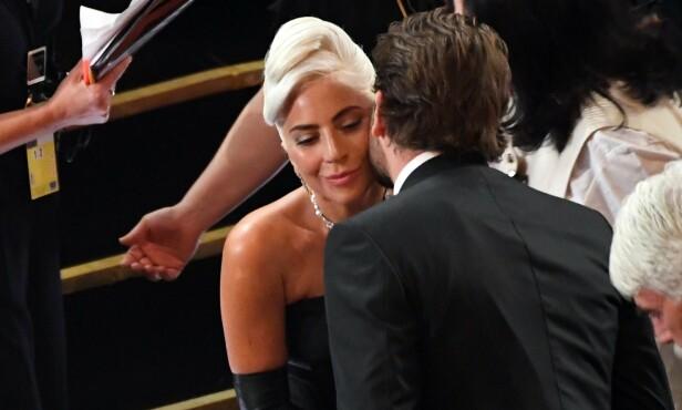 <strong>SPILL FOR GALLERI:</strong> Mange trodde at Lady Gaga og Bradley Cooper hadde en hemmelig affære, og at dette ble bekreftet under Oscar-utdelingen, men ifølge henne var dette en nøye planlagt forestilling for kameralinsene. FOTO: NTB scanpix