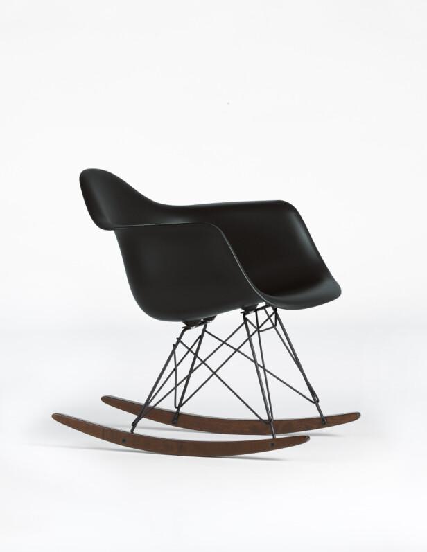 Ray og Charles Eames' gyngestol (kr 5350, Vitra). FOTO: Produsenten