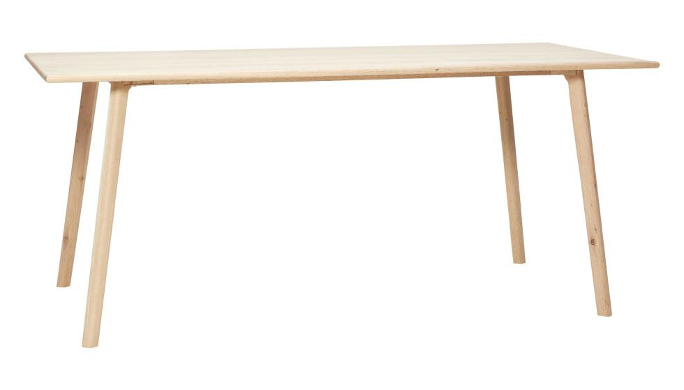 Spisebord i eik (kr 7600, Hübsch). FOTO: Produsenten