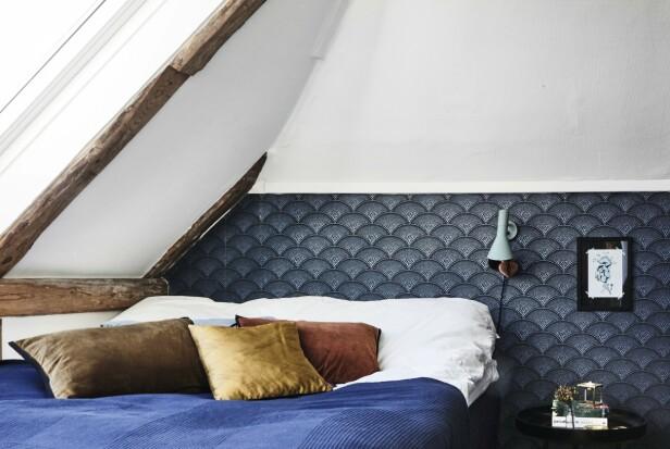 På soverommet kommer de originale bærebjelkene til syne. FOTO: Lene Samsø