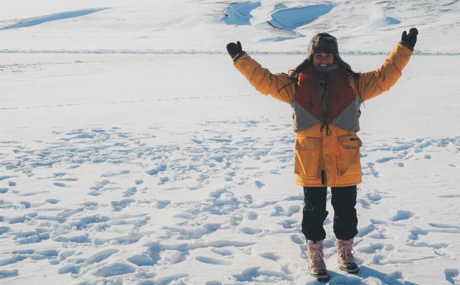 EVENTYRER: Oda Charlotte Hilleren sa opp jobben og reiste til Svalbard på impuls. Om hun skulle bli der i to uker eller resten av livet, visste hun ikke. FOTO: Privat
