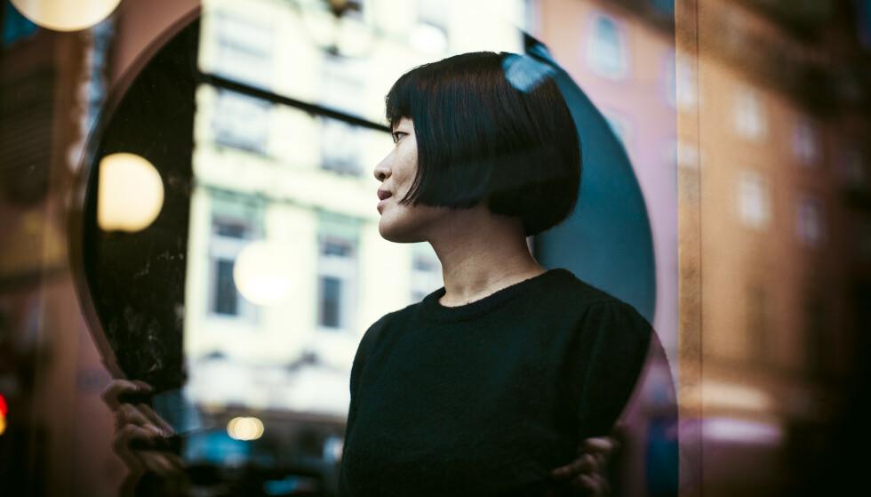 I ET SPEIL I EN GÅTE: Tanker om identitet, hvor hun kommer fra og hem hun er, er noe Uma har brukt mye tid på. FOTO: Astrid Waller