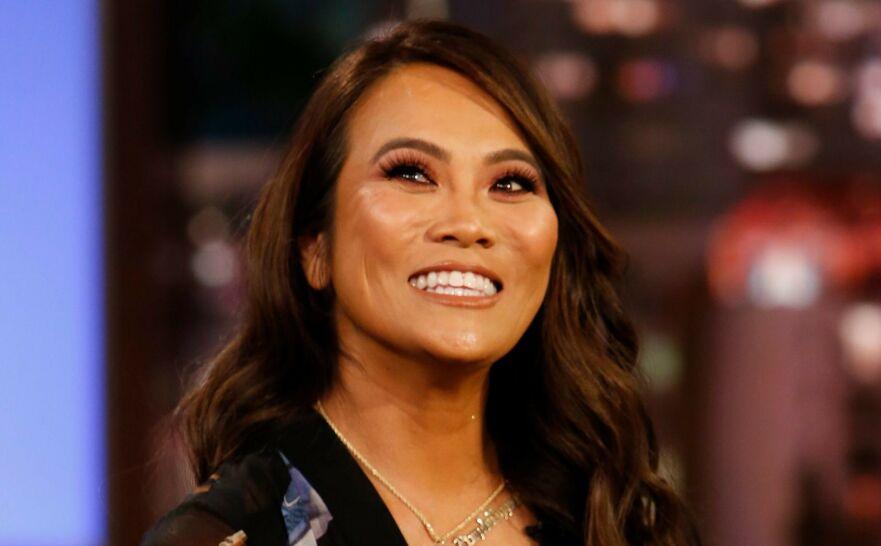 LER HELE VEIEN TIL BANKEN: Hudlegen Sandra Lee, kjent som Dr. Pimple Popper, har all grunn til å smile. FOTO: Scanpix