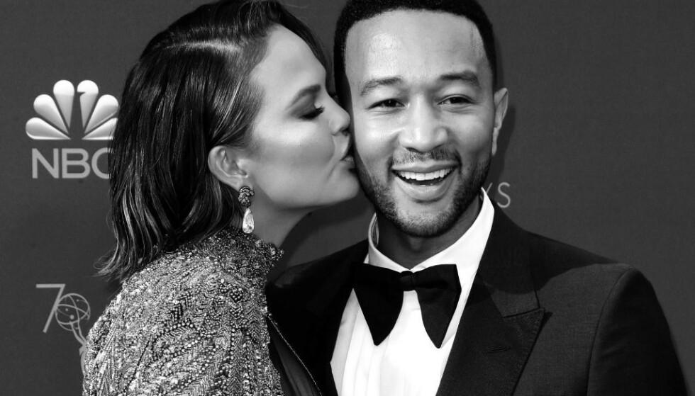 FORTSATT FORELSKET: Chrissy og John giftet seg i 2013, og er kjent for sin humoristiske og kjærlige tone i sosiale medier. Foto: NTB scanpix
