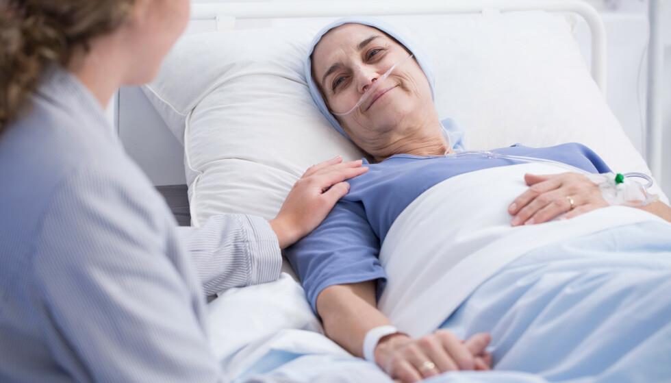 TRYGGHET: En end-of-life doula kan blant annet hjelpe pasienten med å planlegge selve døden og lytte til de hvordan ønsker å tilbringe sin siste dag. FOTO: Scanpix