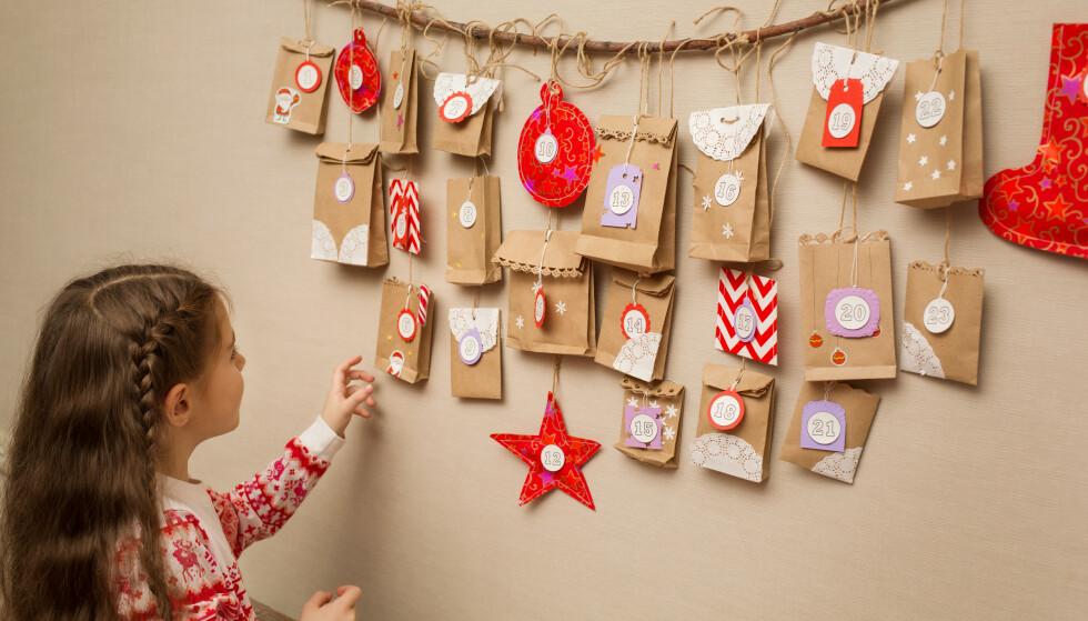 JULEKALENDER: Mange er i gang med å fikse årets julekalender, men her kan du spare mye penger ifølge KKs økonomiekspert, Magne Gundersen. FOTO: NTB scanpix