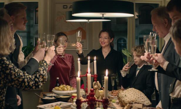 TØFT: Midt i julestria får Anja (Andrea Bræin Hovig) beskjed om at hun har tre måneder igjen å leve. Skal hun fortelle det til barna? FOTO: SF Studios/Motlys/Manuel Claro