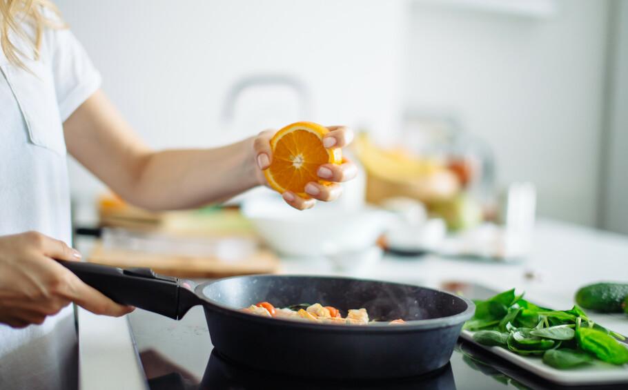 NOE SØTT: Hvis maten ikke smaker som den skal, kan det ofte være tilstrekkelig å tilsette noe søtt. FOTO: NTB Scanpix