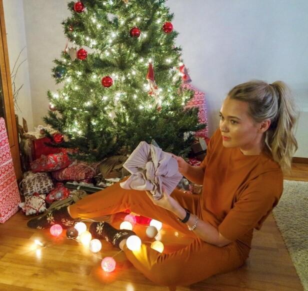 GJENBRUK: De fleste av julegavene Ingrid Bergtun kommer til å gi bort i år, er brukte. Hun elsker å lete etter skatter som kan være til glede for andre. FOTO: Ingrid Bergtun